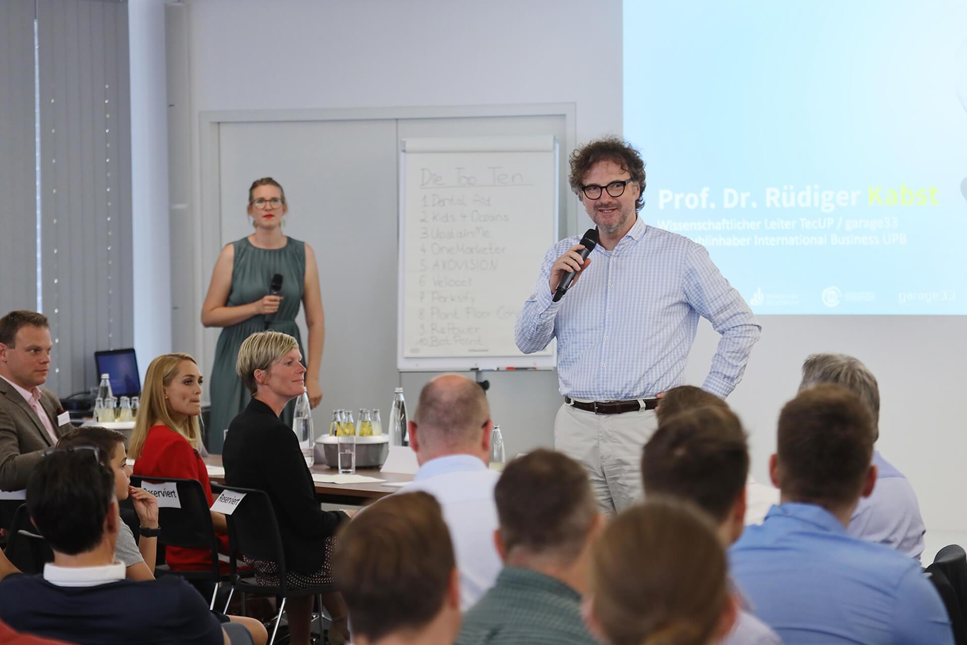 Prof. Dr. Rüdiger Kabst moderiert den Call for Ideas 2019 an