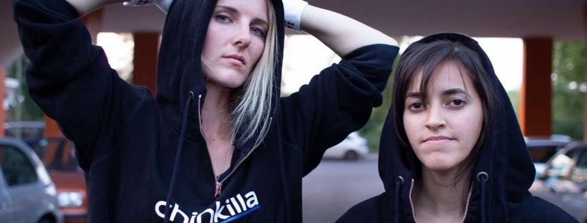 Chinkilla in sportswear, Dani und Sarah